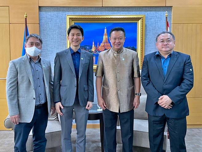 นายกสมาคมส่งเสริมเทคโนโลยี (ไทย-ญี่ปุ่น), อุปนายก และผู้อำนวยการสมาคม เข้าพบนายยุทธศักดิ์ สุภสร  ผู้ว่าการการท่องเที่ยวแห่งประเทศไทย