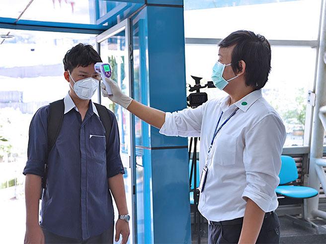 ส.ส.ท. มีมาตรการป้องการแพร่ระบาดของไวรัส Covid-19 ด้วยการตรวจคัดกรองอุณภูมิร่างกายของผู้เข้าใช้บริการภายในอาคาร พร้อมทั้งการดูแลทำความสะอาดวัสดุอุปกรณ์ต่าง ๆ ด้วยน้ำยาฆ่าเชื้อ
